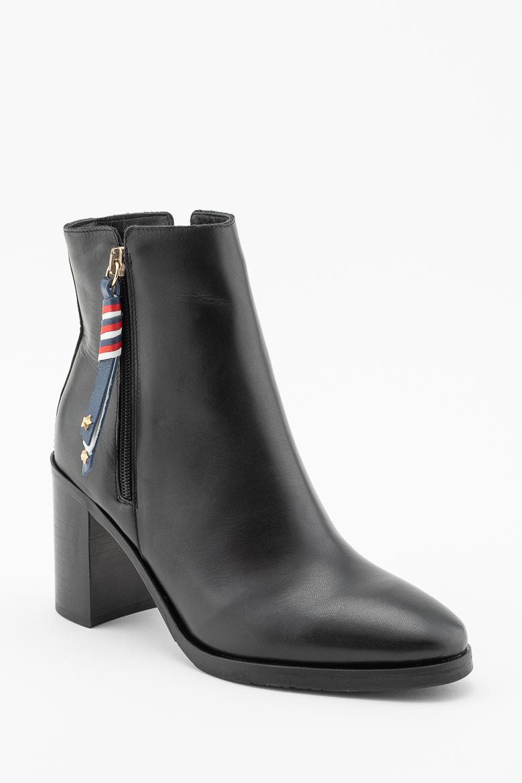 0117168750 Členkové topánky - TOMMY HILFIGER CORPORATE TASSEL HEELED BOOT čierne